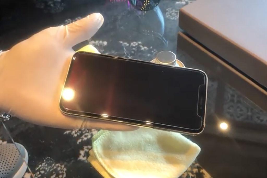 [ 接触感染予防対策-2 ]  : 抗菌塗料のスマートフォンへの施工方法