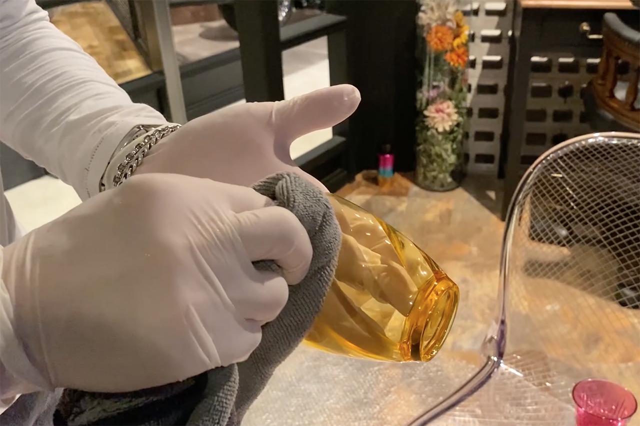 抗除菌塗料 GlossWell の施工方法 : [ 拭き上げ ]