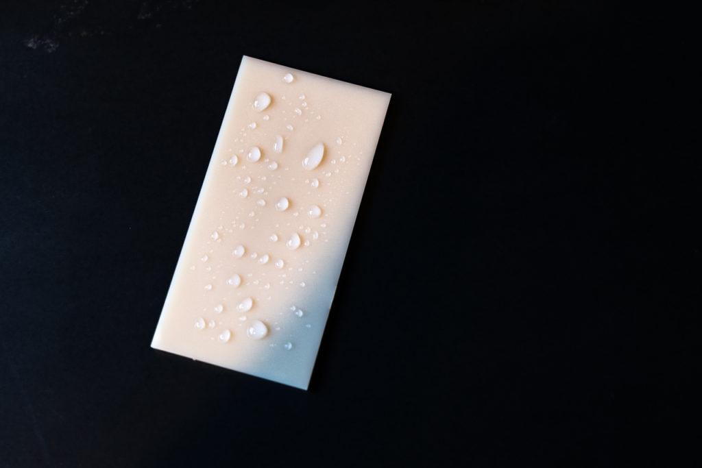 GlossWell抗除菌特殊塗料と光触媒系抗菌液剤の違い
